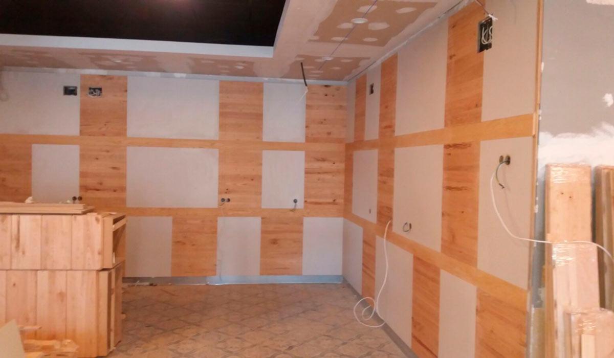 Foto de carpinteria instalación de trabajos en madera de Sala de Juegos en Mérida 04